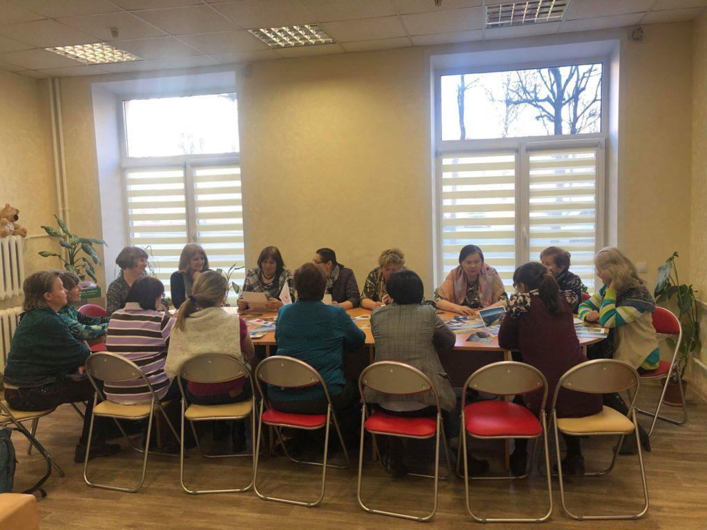 Школа родственников - психологический тренинг: участники встречи и психологи