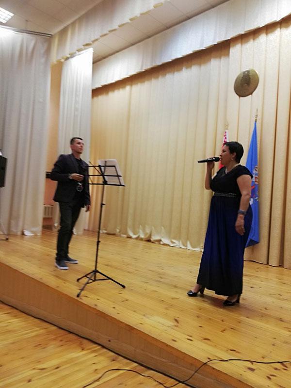 Концерт: волонтёр Владимир Семенюк и преподаватель вокала Екатерина Цыркун