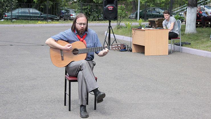 Вкусная барахолка: волонтер центра Юрий Шишко