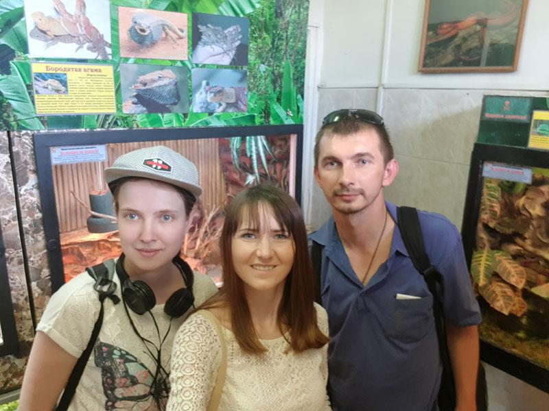 """Гости и волонтеры БОКК """"Открытый дом"""" на экспозиции в зоопарке"""