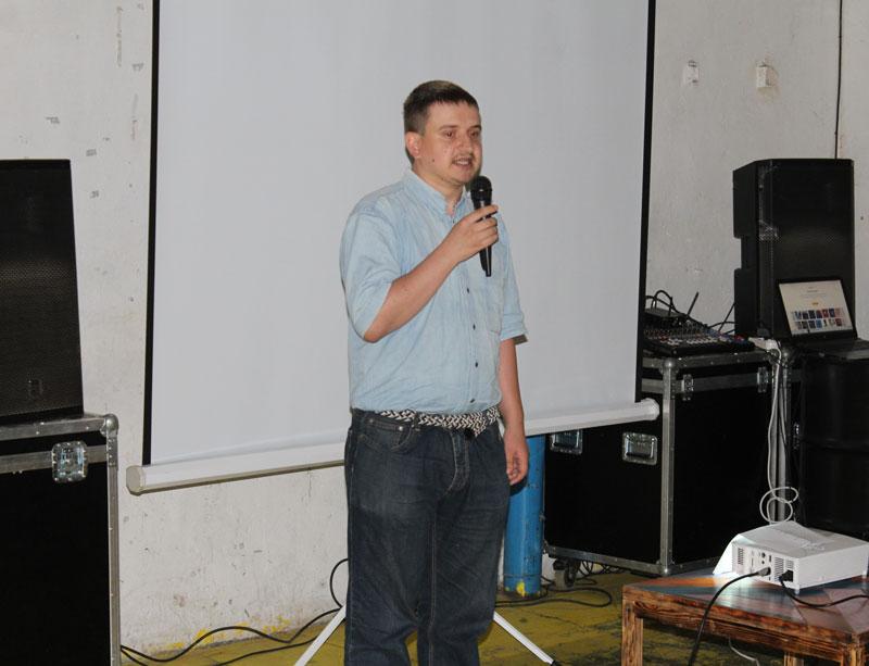 """Владимир Щербаков исполняет песню """"Мы за ценой не постоим"""""""