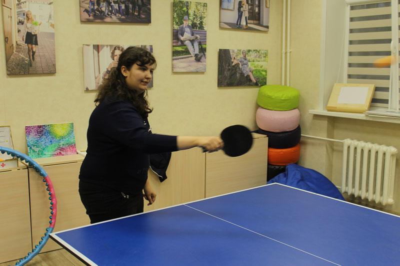 Теннисный турнир: девушки участвуют