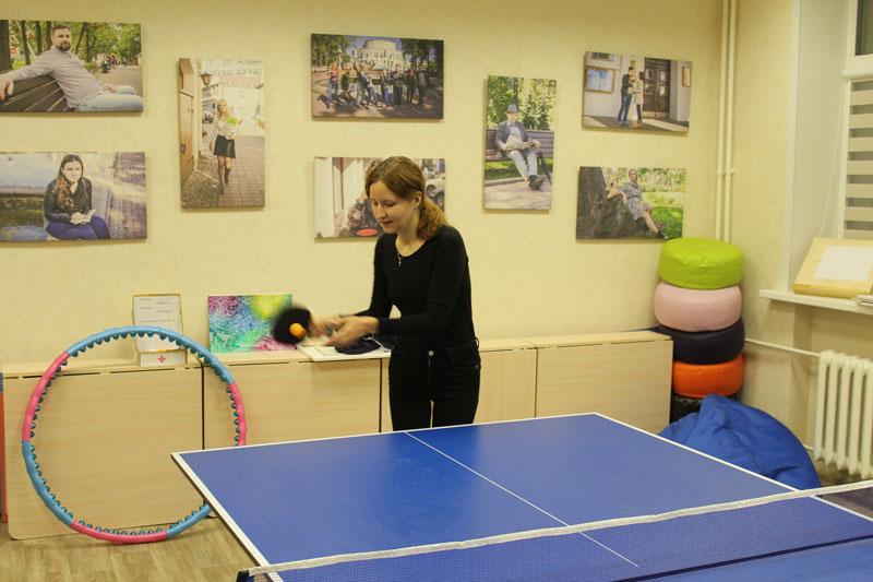 Девушки с удовольствием приняли участие в теннисном турнире