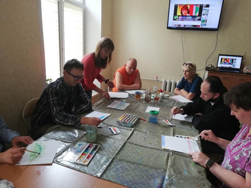 Развивающие занятия: начало занятия по рисованию акварелью