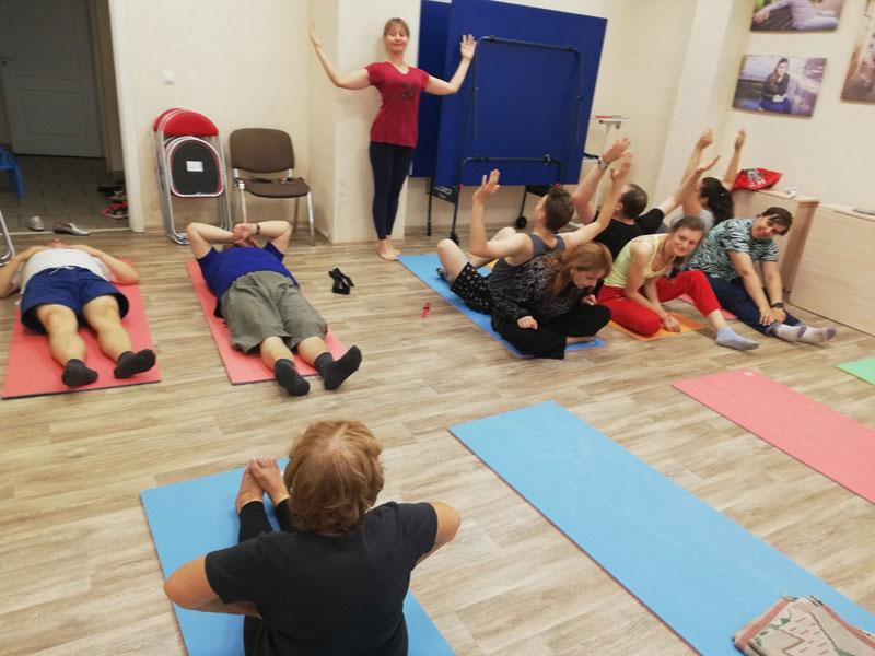 Участники занятий по йоге