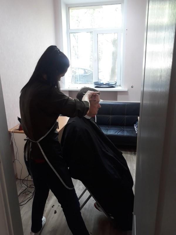 Стилист-парикмахер - стрижка
