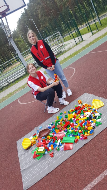 Лидер: волонтеры готовятся проводить занятия с Лего